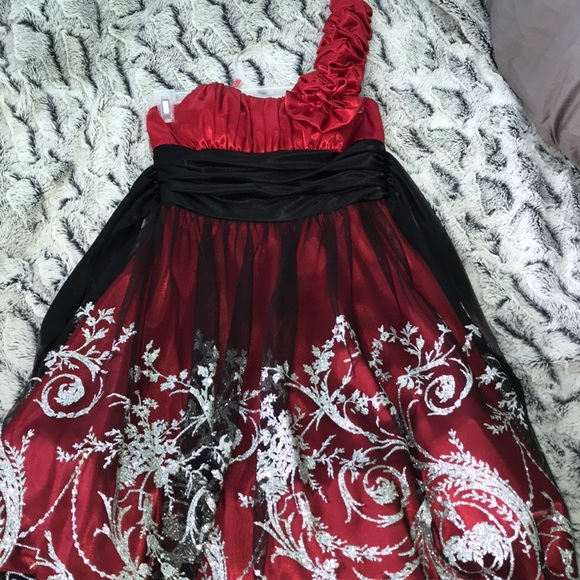 Blondie Nites Dresses A Sparkly Red Winter Formal Dress Poshmark